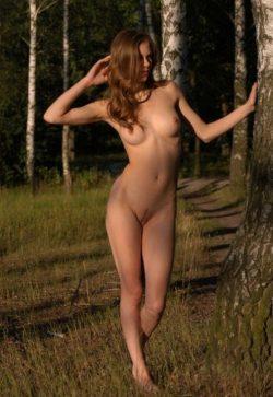 Молодая сексуальная девушка познакомится с мужчиной для интим встреч и взаимных наслаждений в